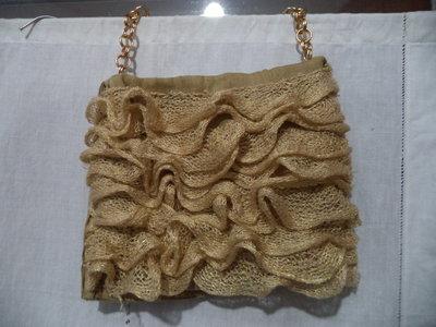 Borsa di lino beige arrichita da volant rete dorata
