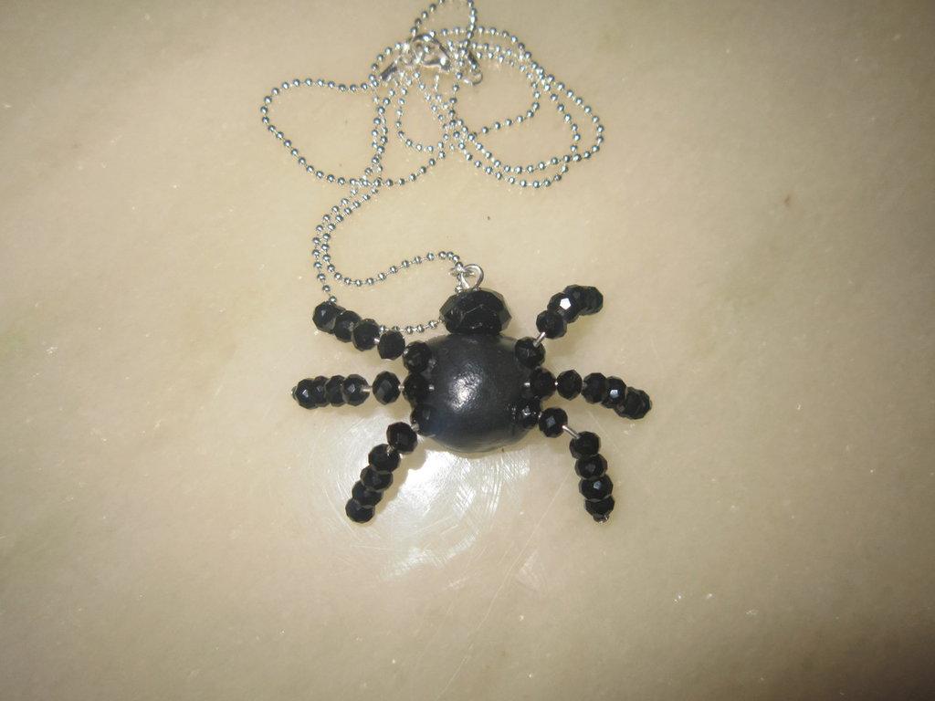 Collanina ragno in fimo e perline