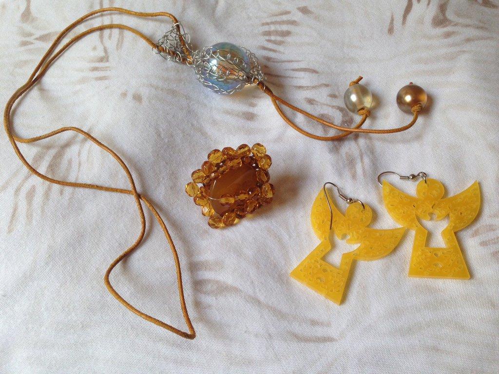 OFFERTA 2X1: lotto n. 8 - Laccio cuoi giallo con sfera trasparente, anello con pietra e perline gialle
