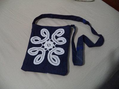 Piccola borsa in Jeans con fiore a uncinetto