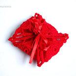 Bomboniera portaconfetti rossa per laurea - fagotto con fiore stilizzato - ad uncinetto