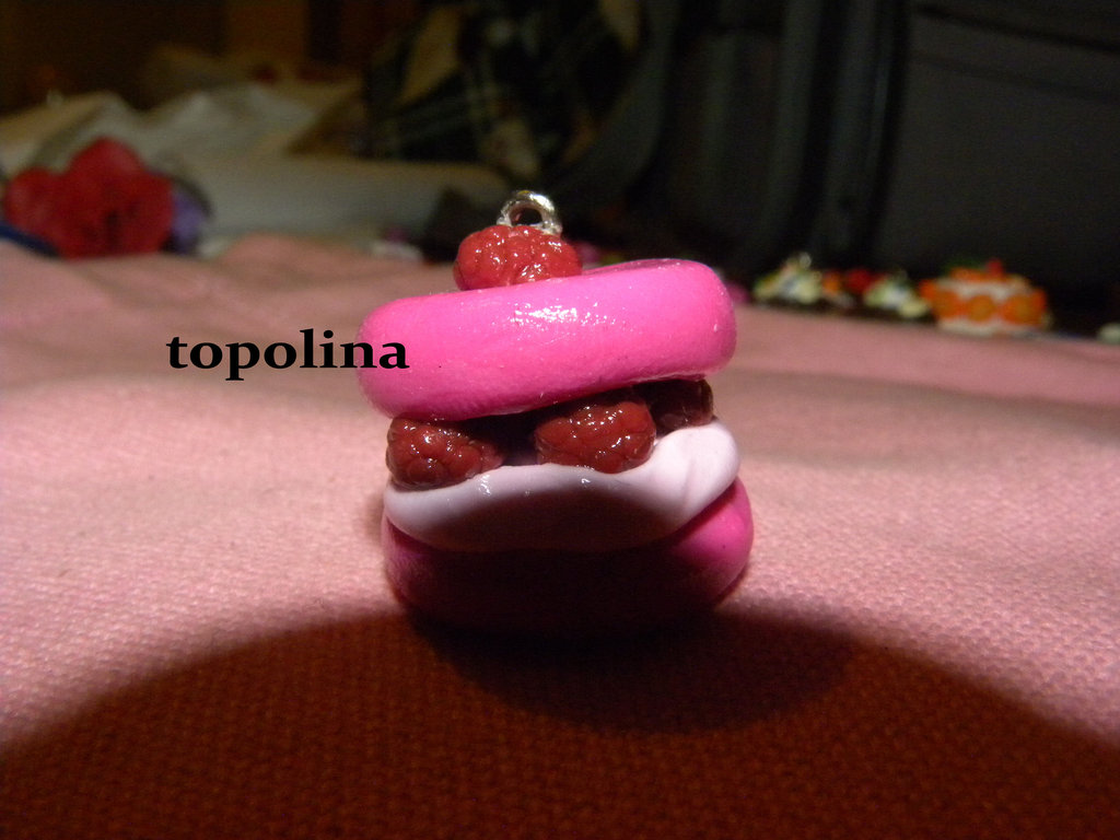 ciondolino dolcetto rosa con lamponi e crema