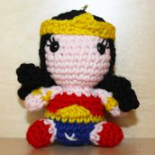 Pupazzetto portachiavi uncinetto amigurumi Wonder Woman