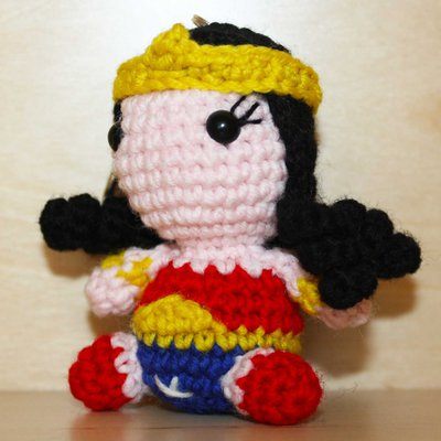 Amigurumi Wonder Woman : Pupazzetto portachiavi uncinetto amigurumi Wonder Woman ...