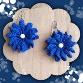 Orecchini pendenti ad uncinetto color blu, fatti a mano