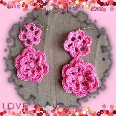 Orecchini pendenti ad uncinetto color rosa, fatti a mano