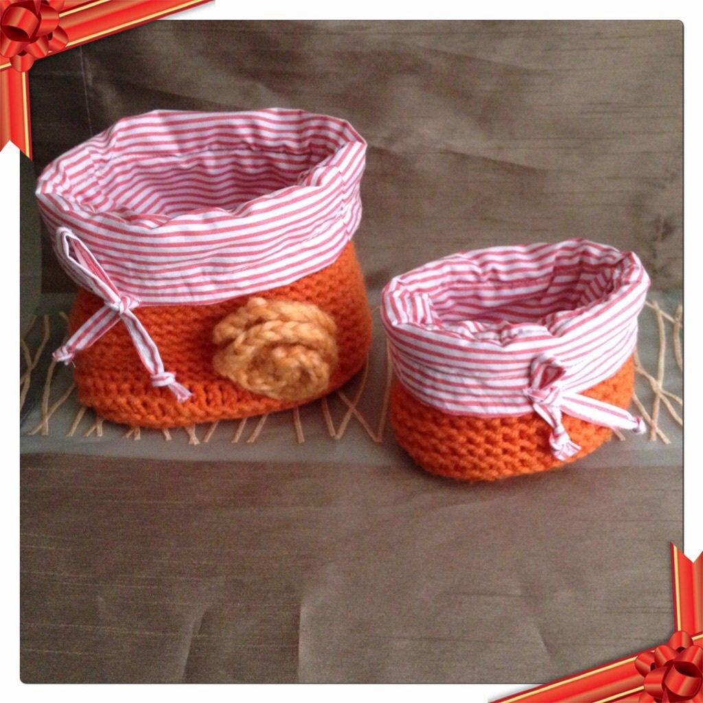 Coppia cestini in lana color arancione, fatti a mano