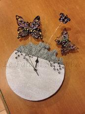 orologio farfalle sospese.