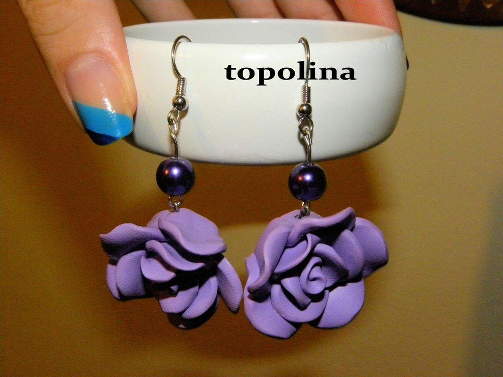 orecchini a pendente con rosa lilla
