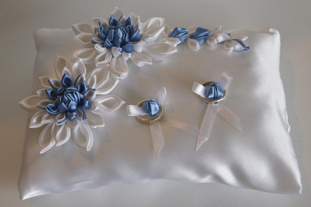 Cuscino portafedi azzurro