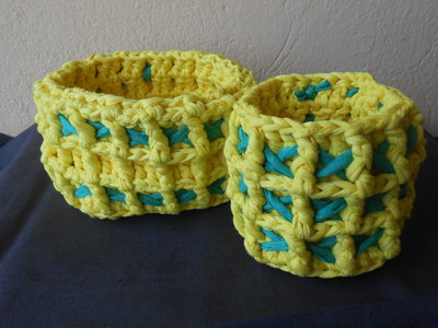 Coppia di cestini in fettuccia giallo verde , ideale per confezioni regalo.