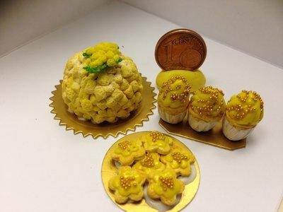 Miniature dollhouse torta e biscotti per la Festa della donna