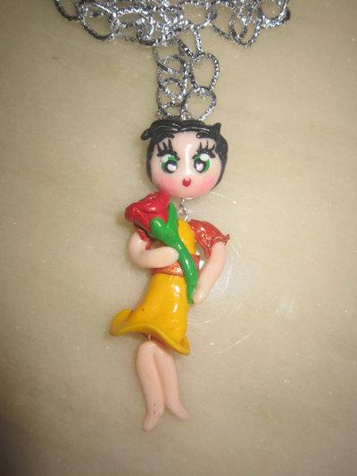 Collana bambolina con rosa rossa