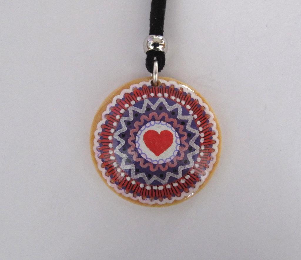 Collana mini mandala con ciondolo rotondo in legno dipinto a mano