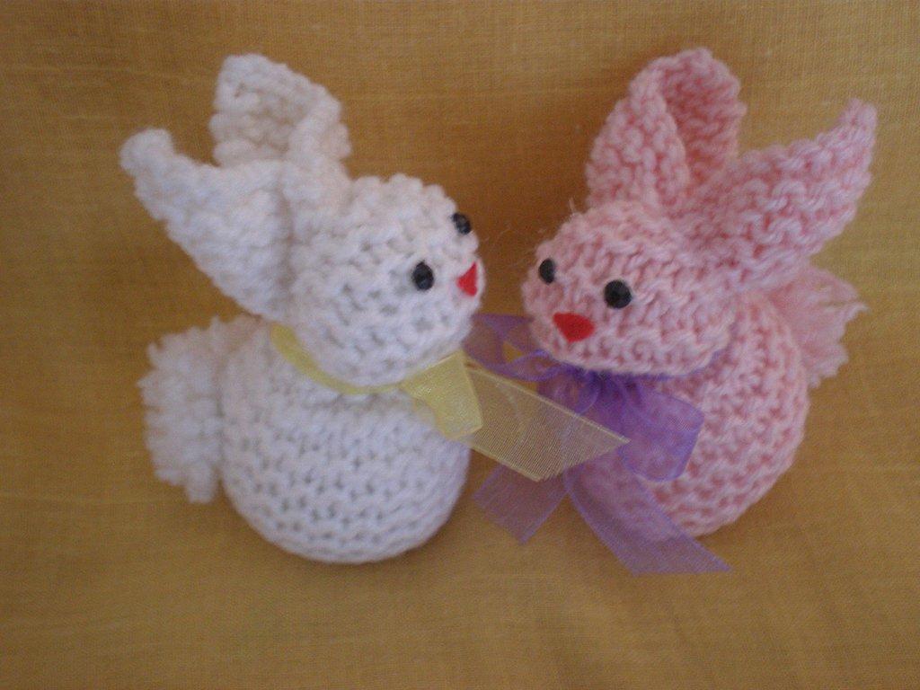 Coppia di coniglietti pasquali a ferri