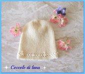 Cappellino realizzato a mano ai ferri, in lana merino, per neonato da 0 a 5-6 mesi