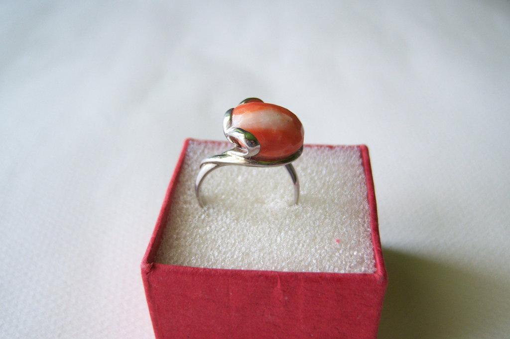 Anello in argento 925 con pietra in corallo salmone
