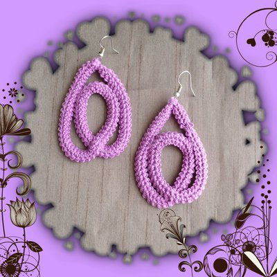Orecchini pendenti ad uncinetto color lila, fatti a mano