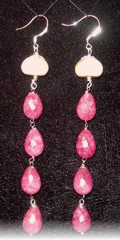 Orecchini in argento, perla di fiume cipollina e agata rossa tormalinata a goccia