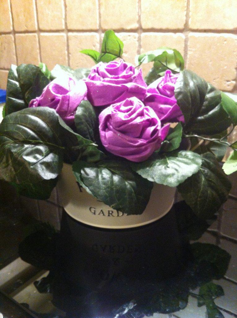 Centrotavola rose in feltro modellabile