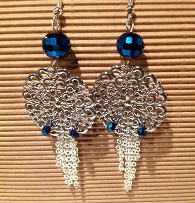 Orecchini argento con catena argento e perline blu