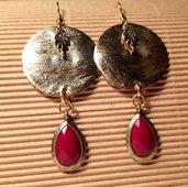 Orecchini handmade medaglione oro e pendente rossa