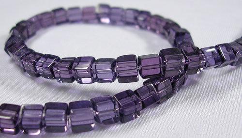Perline a cubi cristallo viola  trasparente 75~78pcs/filo