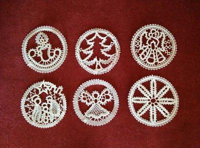 Decorazioni di Natale create a mano a fuselli