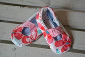 Scarpine neonata con fiori rosa in puro cotone fatte a mano