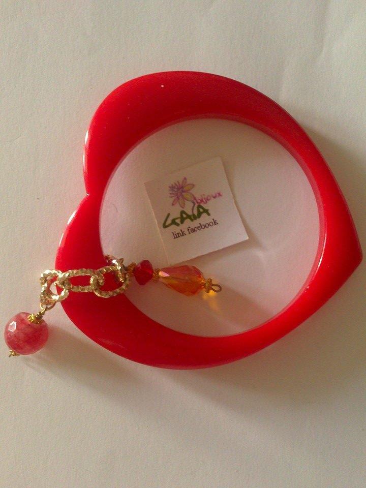 Cuore rosso con ciondoli