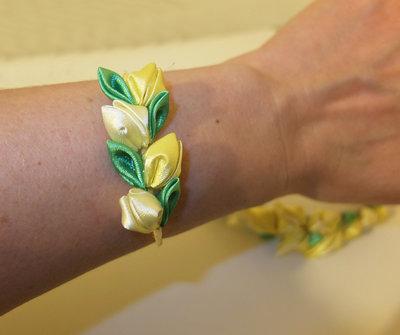 Cerchietto con fiori kanzashi fatti a mano colore giallo for Oggetti di colore giallo