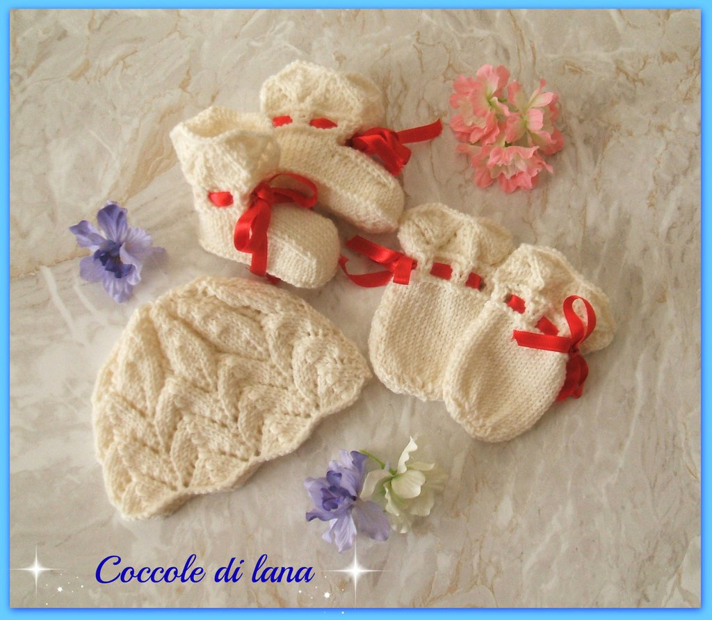 abbastanza Cappellino, scarpine e guantini in lana, ai ferri, per neonato  ZD45