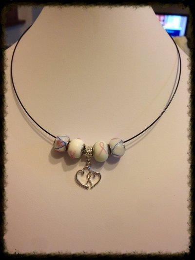 Girocollo rigido con perle