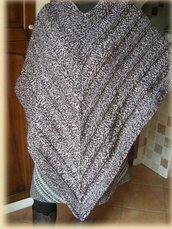 Poncho da donna beige e vinaccia melange realizzato ai ferri in pura lana