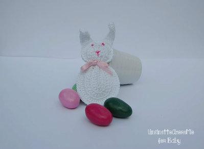 Portachiave coniglietto ad uncinetto - bomboniera per nascita e battesimo