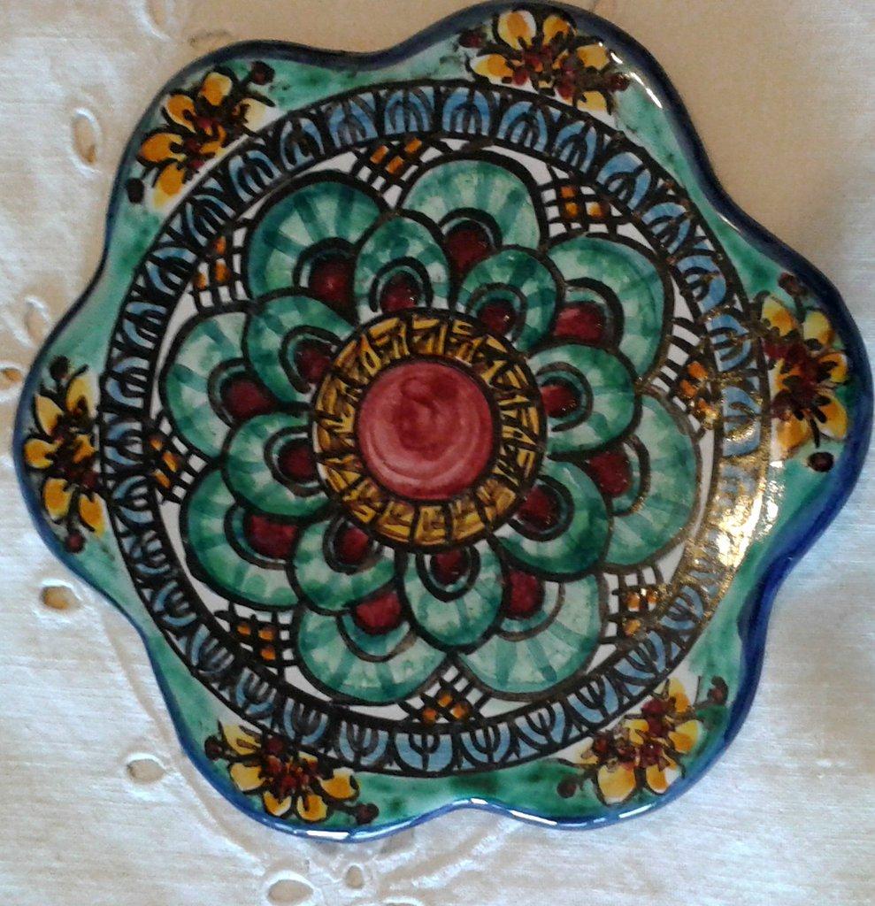 Poggia caffettiera in ceramica dipinto a mano.Decoro Geo/Floris