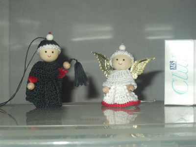 Coppia angelo e diavolo piccolissimi fatti a mano in cotone all'uncinetto