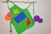 Grembiulino per bambini verde con macchie colorate in puro cotone fatto a mano