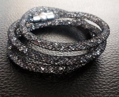 Bracciale modello Stardust nero e cristalli grigi