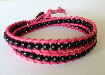 Chan luu 2 giri cuoio rosa e perline di vetro nero