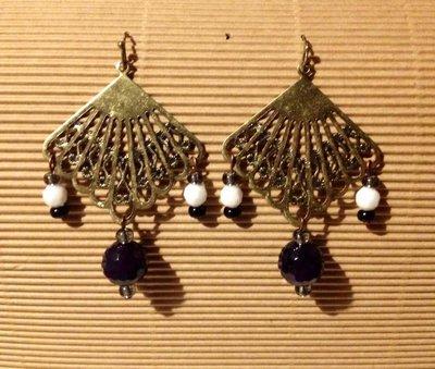 Orecchini handmade ventaglio anticato e perline bianco nere