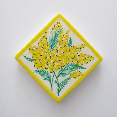 Magnete in legno dipinto a mano con mimosa