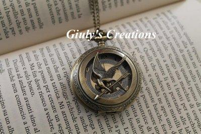 Collana con orologio apribile FUNZIONANTE con la Ghiandaia Imitatrice di HUNGER GAMES Plutarch Katniss Peeta Distretto 12 Mockingjay la ragazza di fuoco