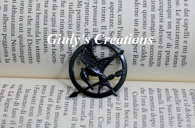 Spilla con la Ghiandaia Imitatrice di HUNGER GAMES di Katniss Everdeen in tono nero Mockingjay Catchinng Fire