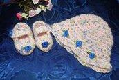 Scarpette e cappellino bebè pura lana vergine con sfumature particolari