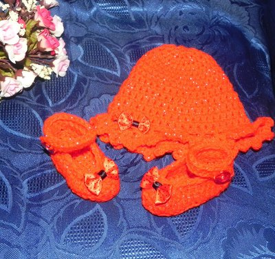 Scarpette e cappellino bebè misto lana rossa