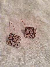 Orecchini con bottone in terracotta smaltata gancio in argento ramato