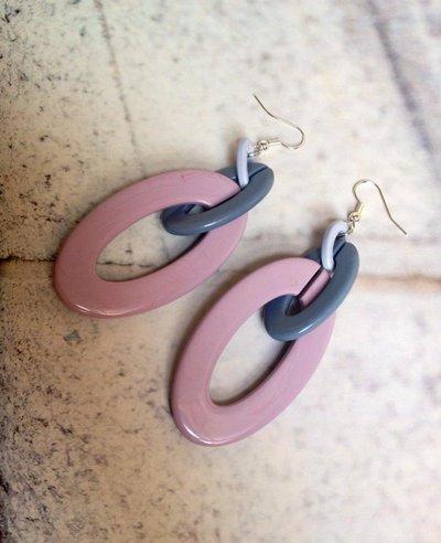 Orecchino in resina rosa antico, grigio chiaro/scuro