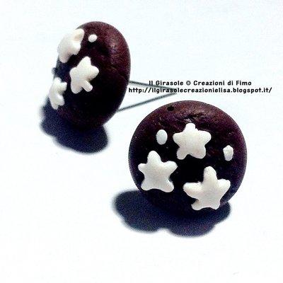 Orecchini biscotto fimo al cioccolato con stelle a perno