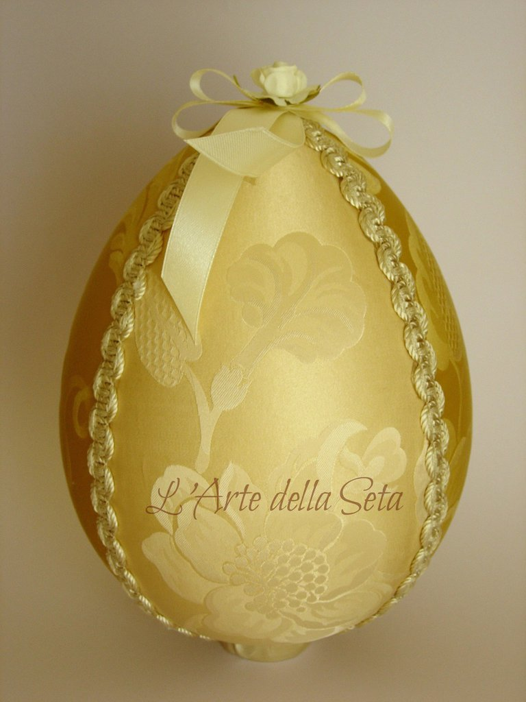 Uovo grande in seta di San Leucio